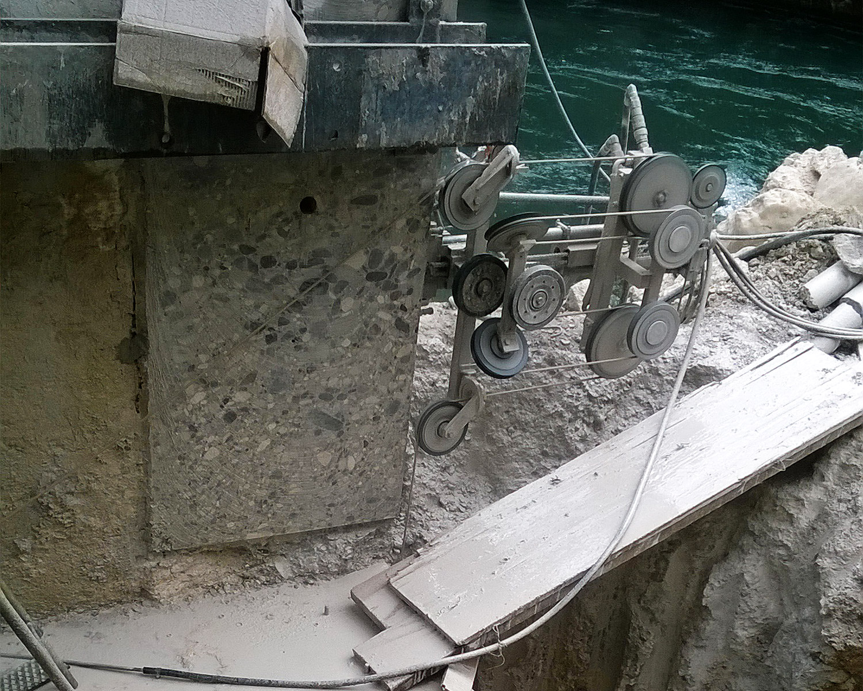 Taglio con sistema a filo diamantato FG Commerce & Demolition